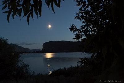 moon on lake vaseux